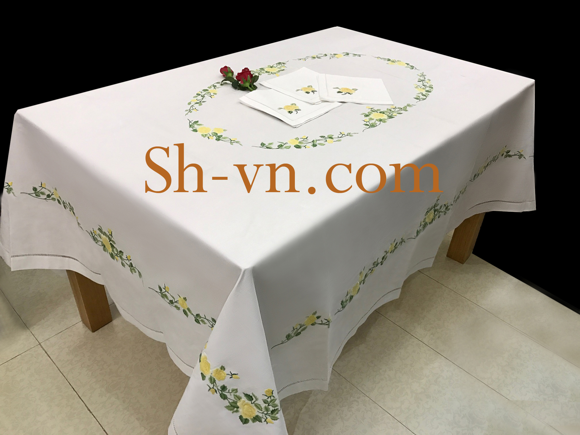 Hand-emberoidered-tablecloths (10)