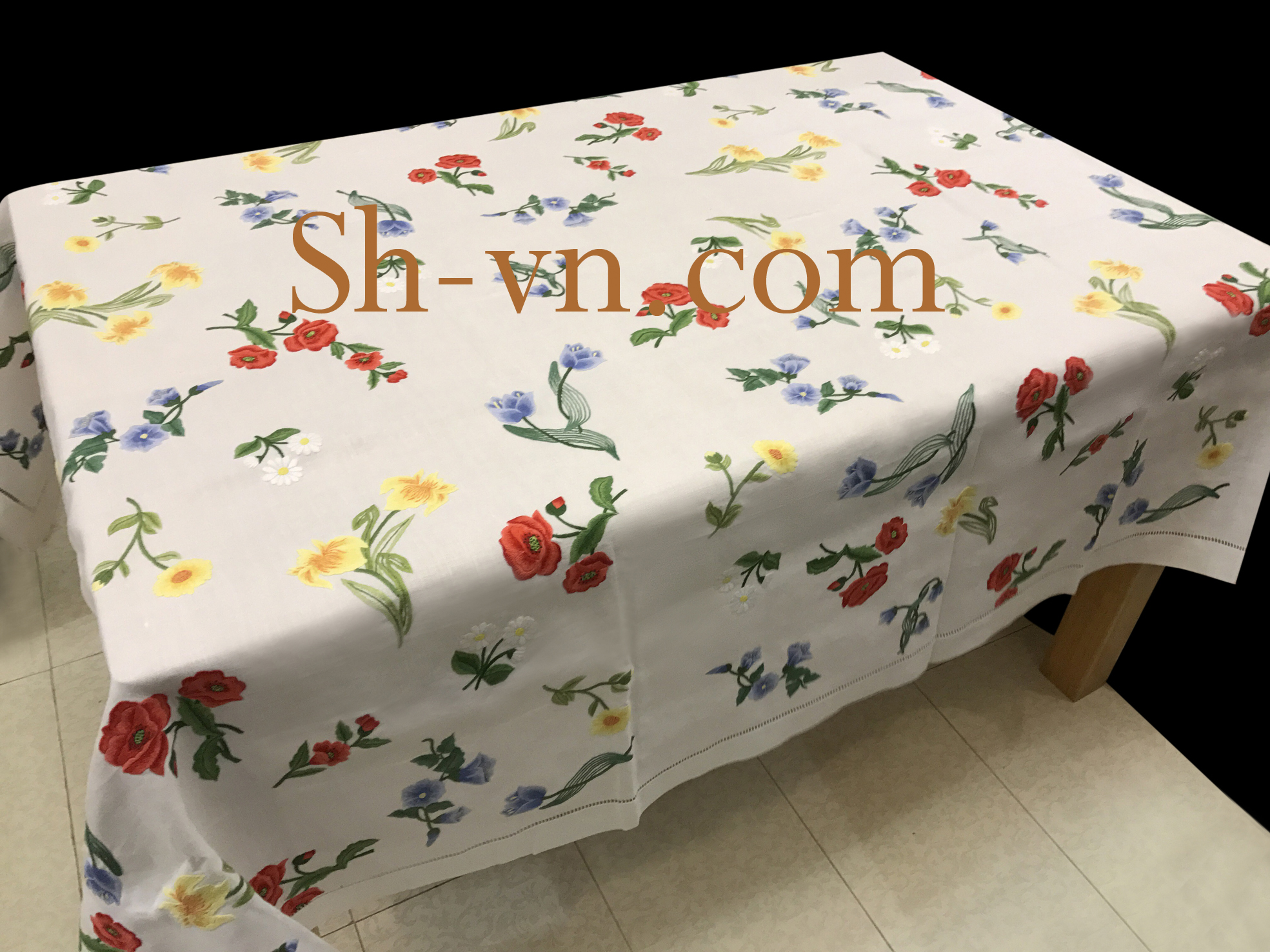 Hand-emberoidered-tablecloths (11)