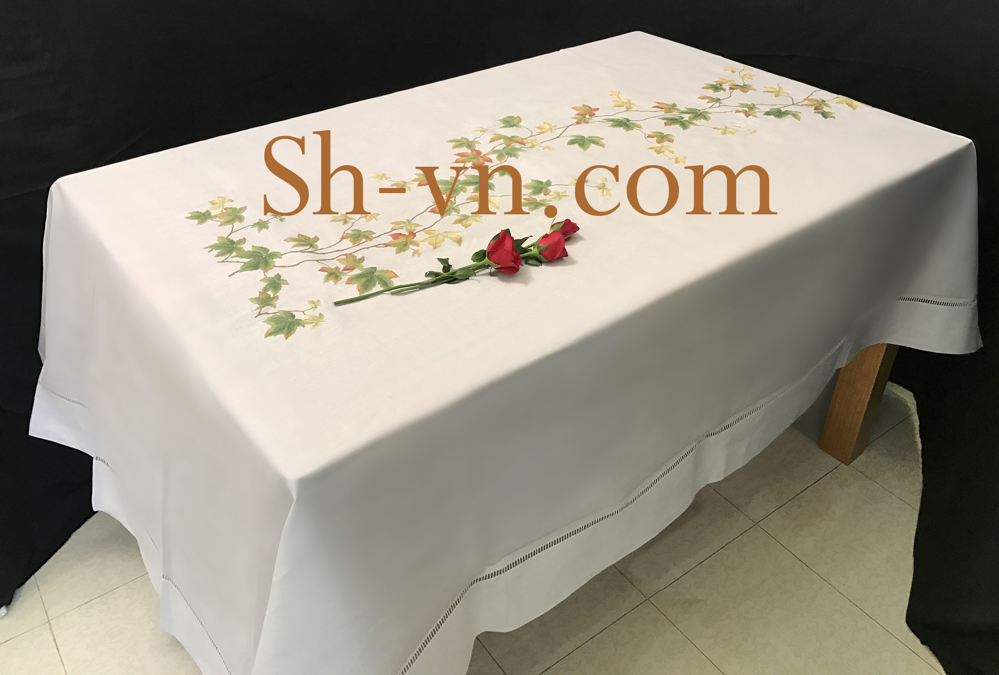 Hand-emberoidered-tablecloths (6)