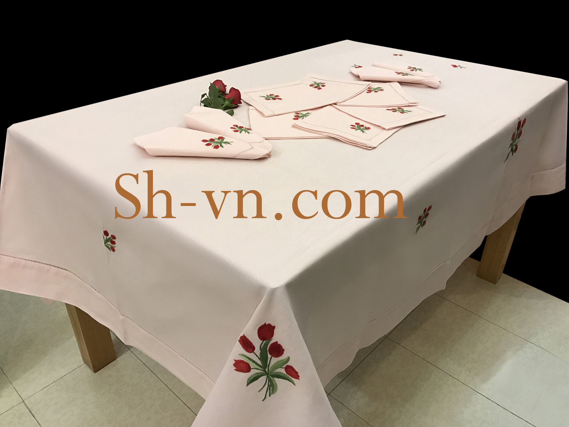 Hand-emberoidered-tablecloths (7)