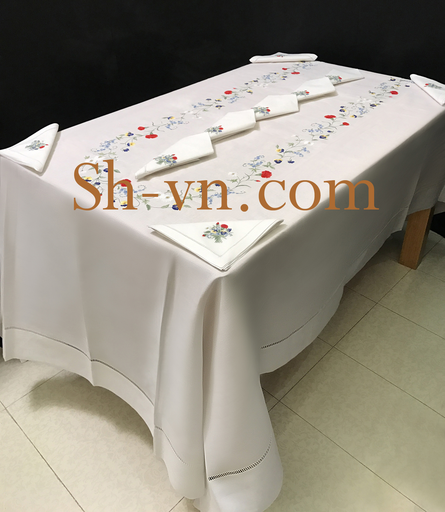 Hand-emberoidered-tablecloths